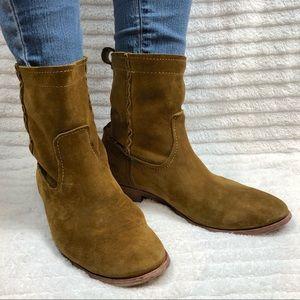FRYE  Cara Short Suede Boot in Wheat